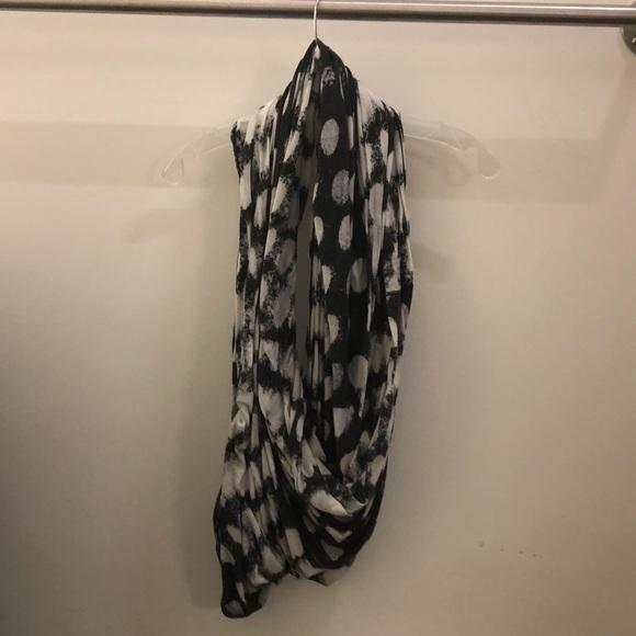lululemon athletica Accessories - Lululemon gray dot pattern scarf sz o/s 71254